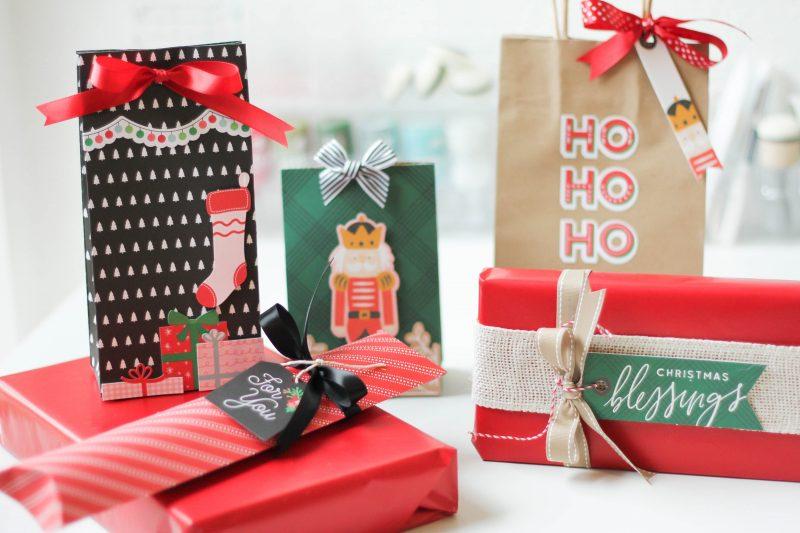 Scrapbook&CardsToday_GiftWrap1_LatishaYoast