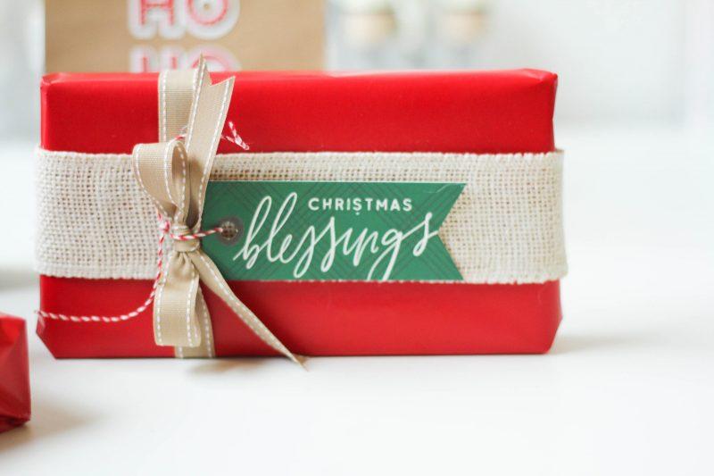 Scrapbook&CardsToday_GiftWrap2_LatishaYoast